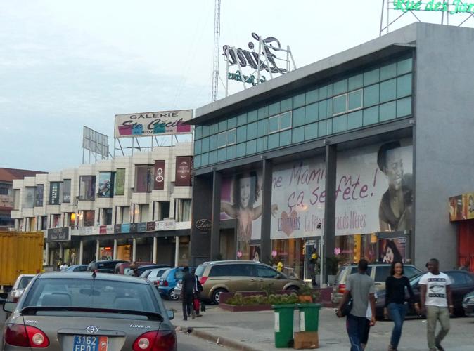 Les commerces du quartier aisé de Cocody installés dans de grandes vitrines