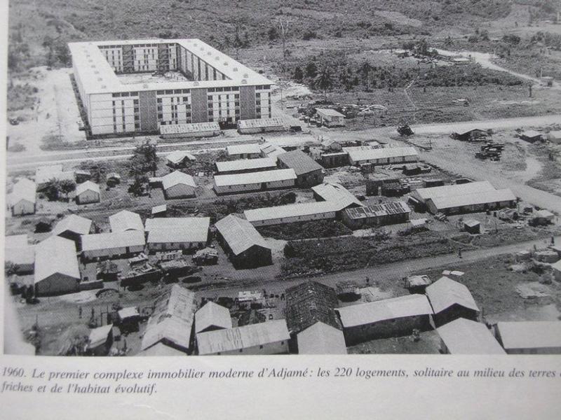 """Abidjan et plus précisément la commune d'Adjamé dans les années 60 Photo tirée de la """"Revue Urbanisme n°111"""""""