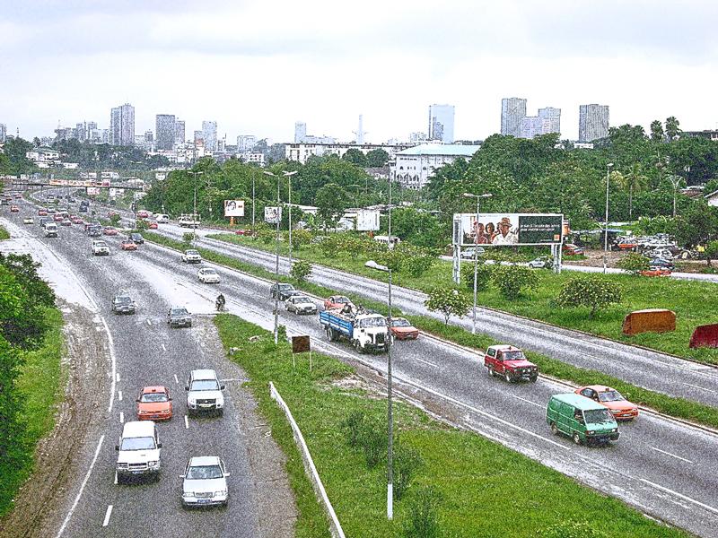 La ville d'Abidjan marquée par l'abondance de la végétation Photo retouchée sur logiciel (effet d'image granuleuse)