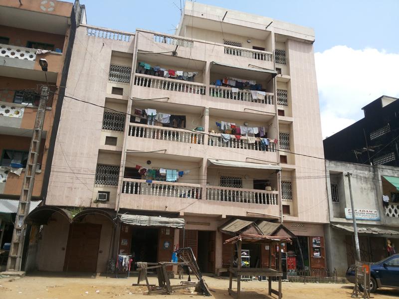 Un immeuble d'habitation dans la commune de Yopougon